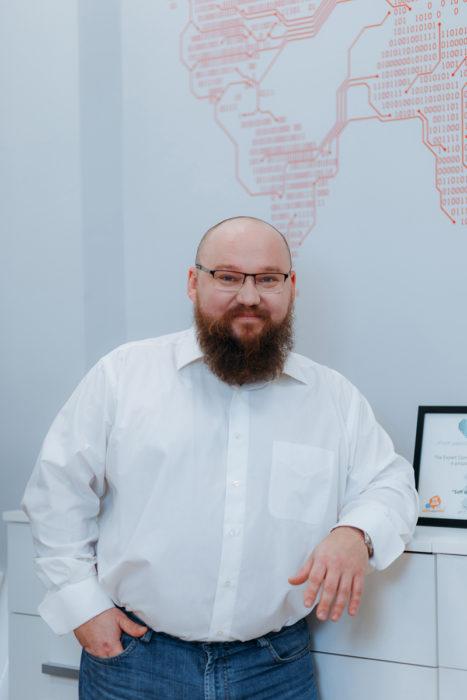 Илья Олейник